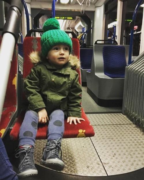 op de tram